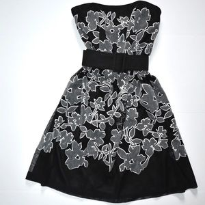 White House Black Market Floral Appliqué Dress